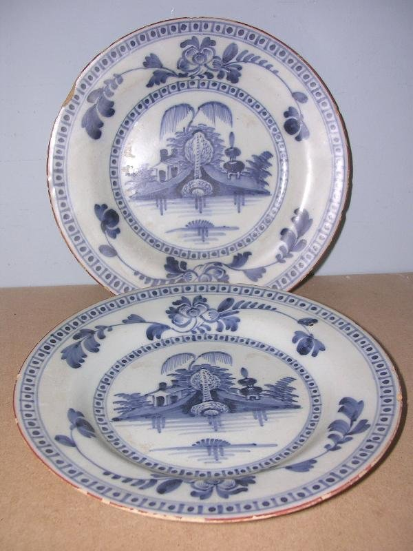 8: PAIR OF DELFT SIDE PLATES