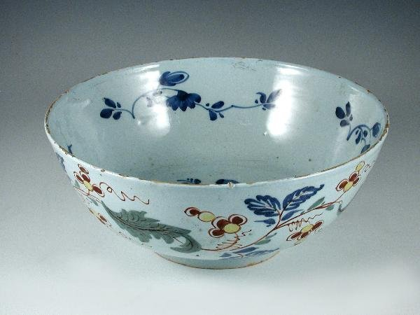 4: AN ENGLISH DELFT POLYCHROME BOWL