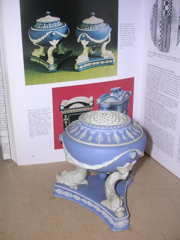 5: A WEDGWOOD JASPERWARE POT POURRI JAR AND COVER