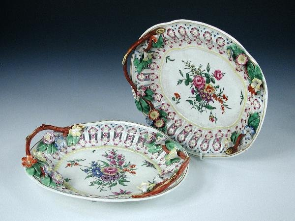 20: A PAIR OF  WORCESTER DISHES