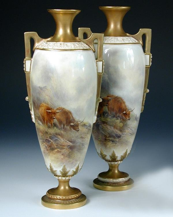21: TWO WORCESTER VASES