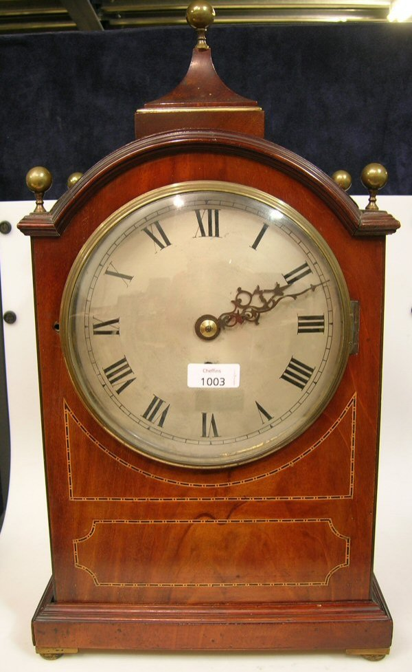 1003: A MAHOGANY AND BANDED BRACKET TIMEPIECE