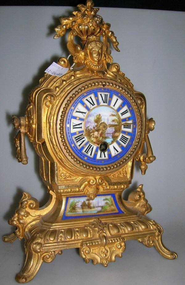 1008: A FRENCH GILT METAL MANTEL CLOCK