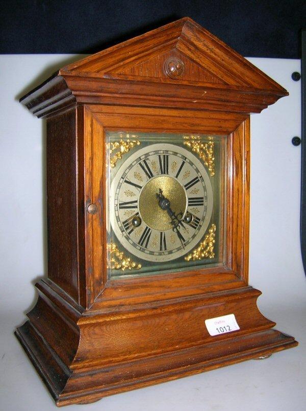 1012: AN EDWARDIAN OAK GONG STRIKING MANTEL CLOCK