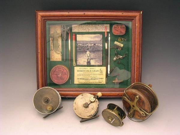 1089: A MODERN FISHING DISPLAY OF FLIES AND TINS AND FO