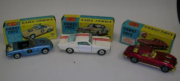 2011: CORGI 325 FORD MUSTANG FASTBACK 2+2 COMPETITION