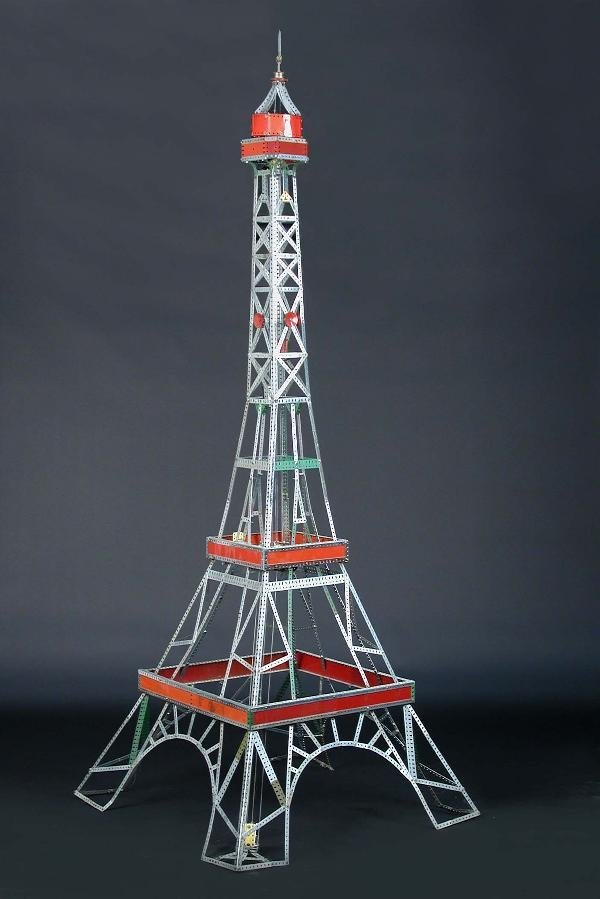 2171: A LARGE MECCANO MODEL OF THE EIFFEL TOWER WITH LI