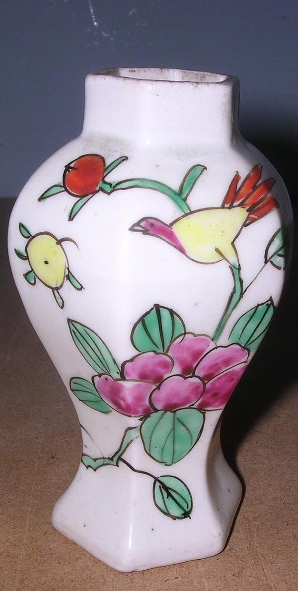 16: AN 18TH C BALUSTER VASE