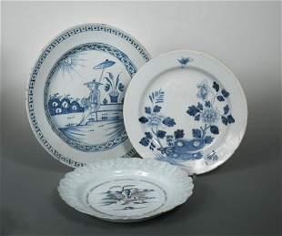 A Bristol Delft bianco-sopra-bianco plate,