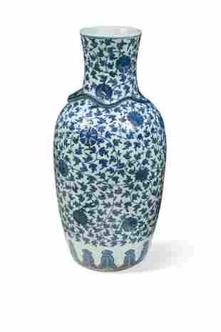 A Chinese blue and white export porcelain large vase