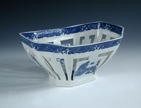 3: A CAMBRIAN PEARLWARE BASKET