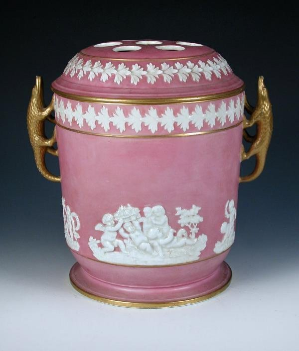 6: A SPODE JAR WITH COVER