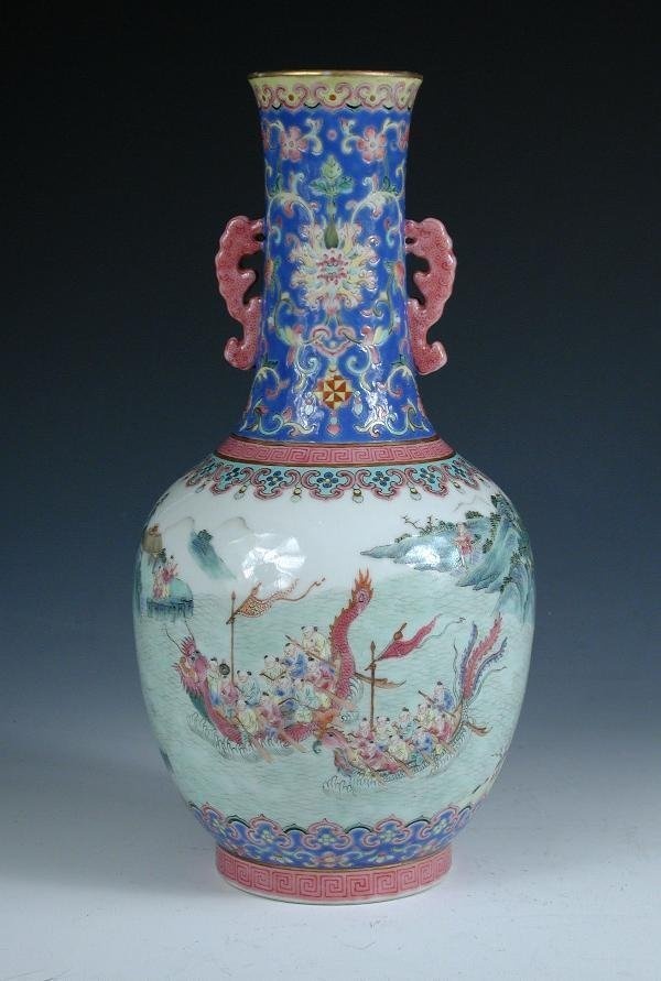 127: A CHINESE FAMILLE ROSE VASE