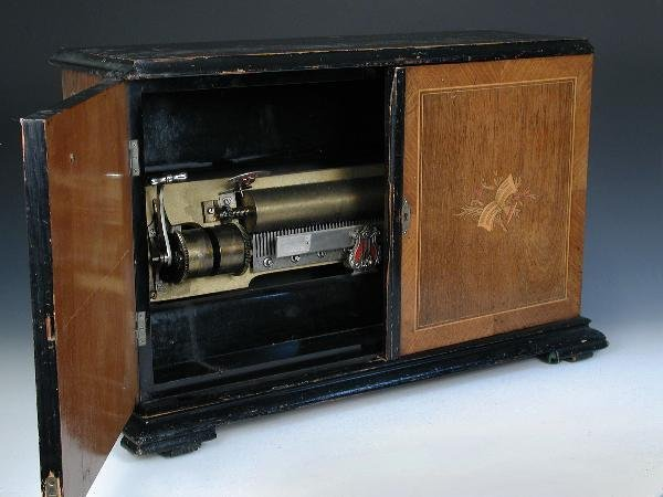 744: A SWISS CRANK WIND MUSICAL BOX