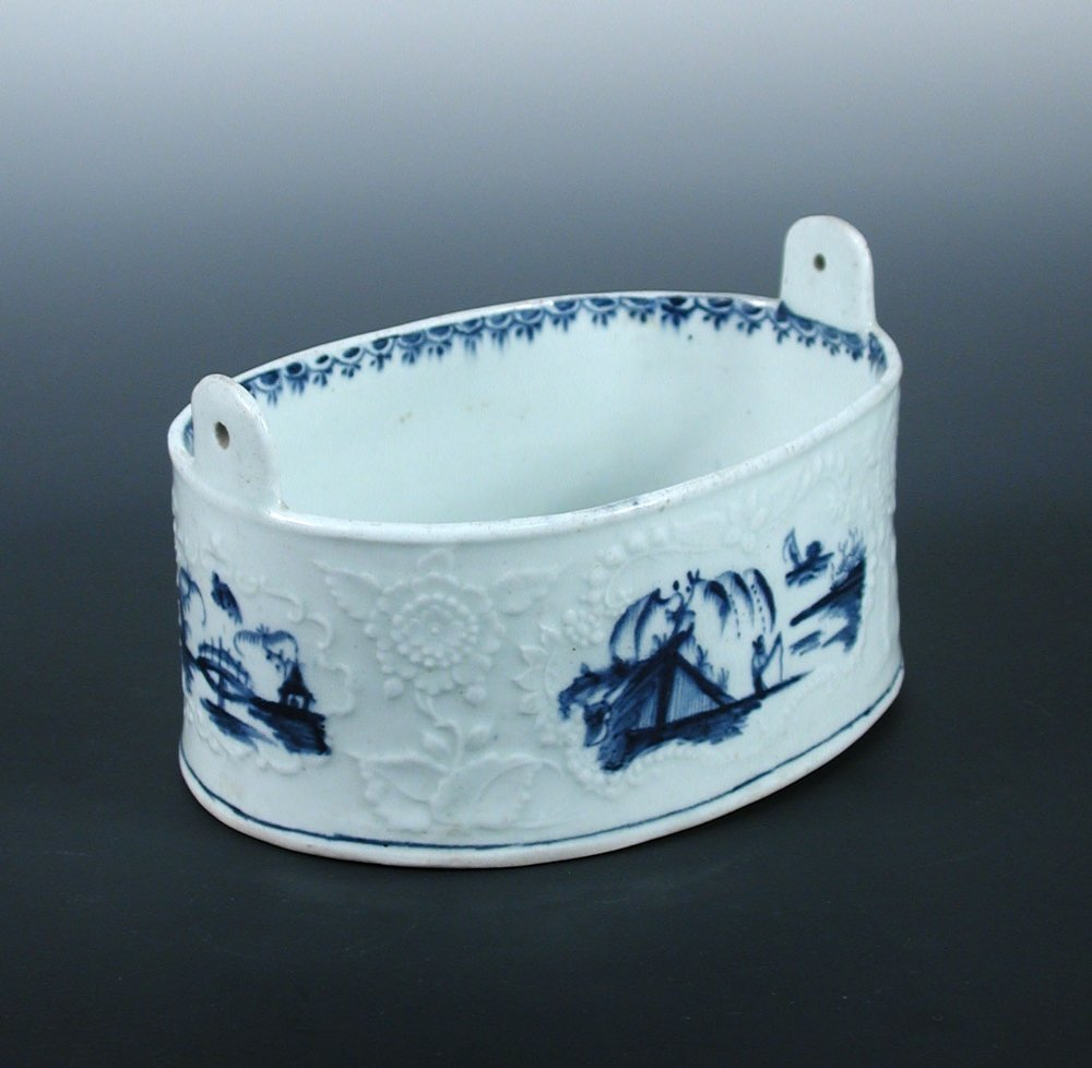 A Lowestoft blue and white butter tub,
