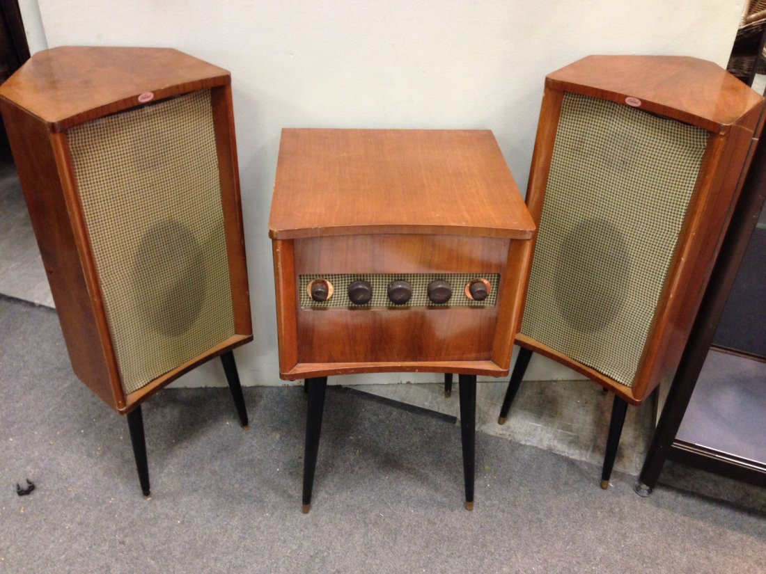 A Capitol RS101 stereo record player and speakers,