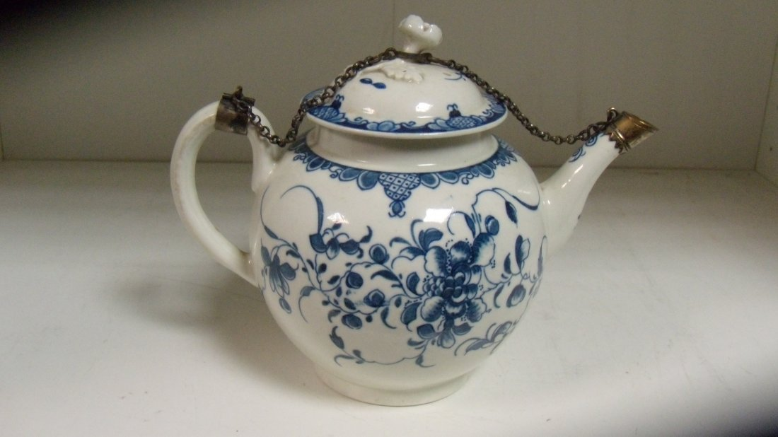 A late 18th century Worcester blue and white tea pot