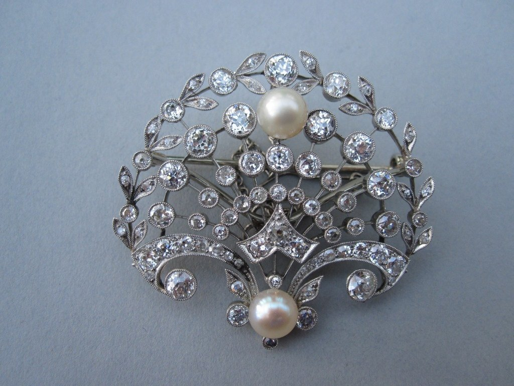 A belle époque diamond and pearl brooch / pendant,