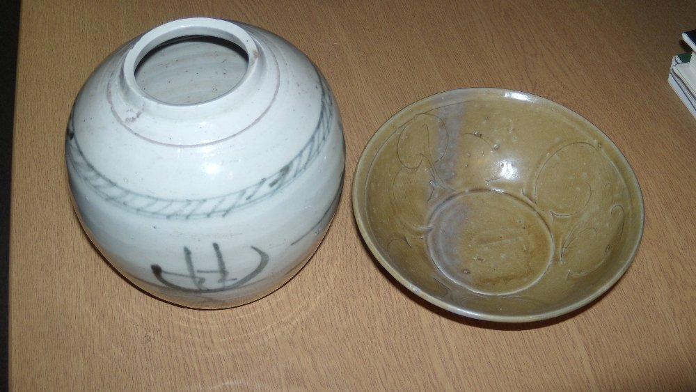 A Thai celadon bowl and a Chinese export blue and white