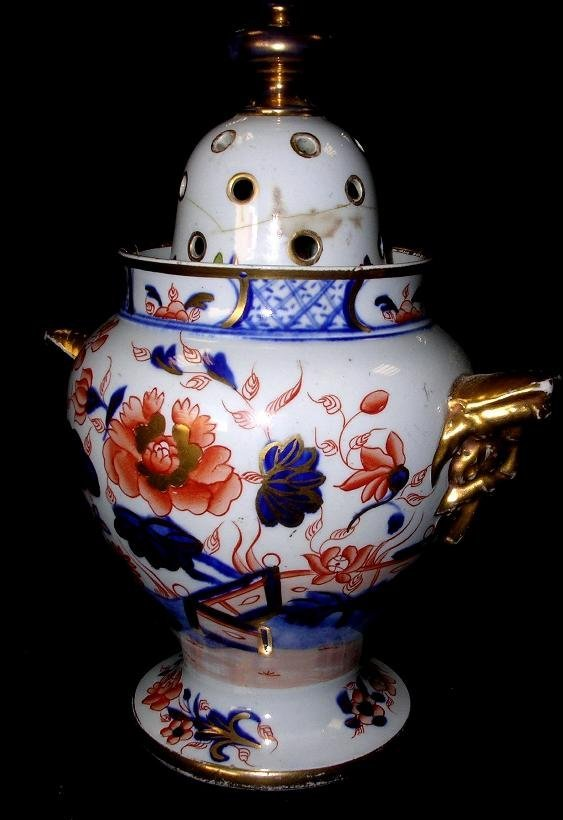 9: Attributed to Mason's an ironstone vase