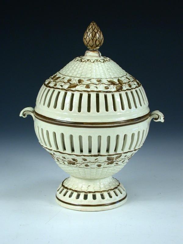 15: A late 18th century creamware tureen