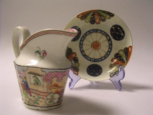 27: A late 18th century Worcester saucer