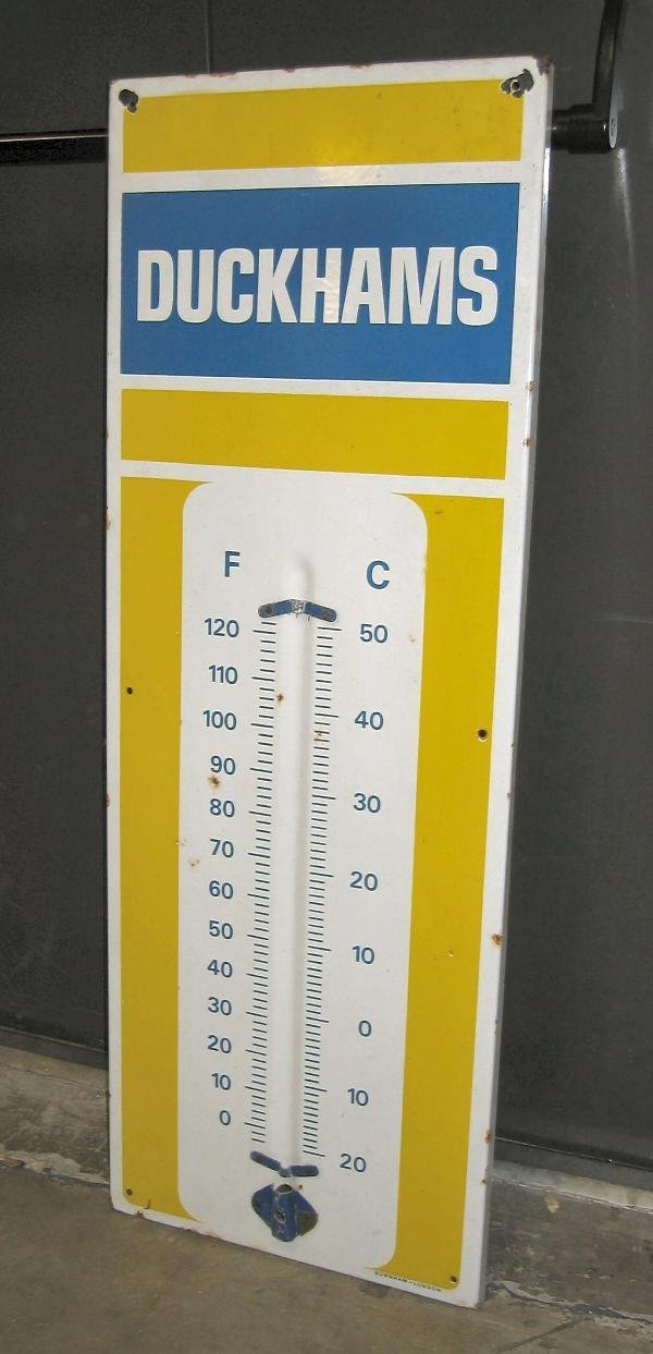 1012: Duckhams- a 3 colour enamel forecourt thermometer
