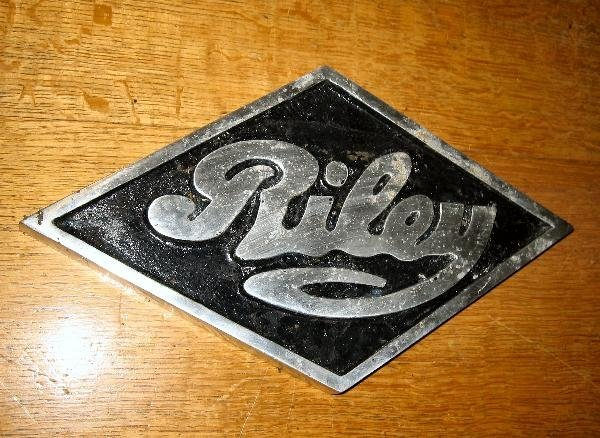 1015: Riley- a cast aluminium sign of diamond form