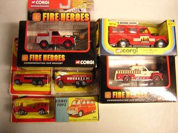 1025: CORGI TOYS FIRE VEHICLES - 421 AND 423