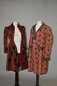 1020: A gentleman's smoking jacket of floral striped wo