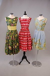 1090: A large group of mainly floral printed summer gow