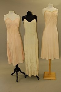 2044: A group of 1930s evening wear, summer wear and li - 5