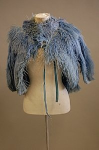 1005: A blue ostrich feather capelet, 1930s, together w