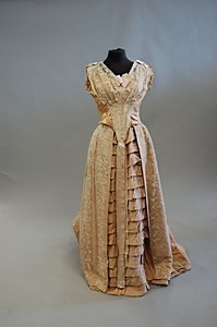 1097: A pink silk ball gown, early-mid 1880s, with two  - 3