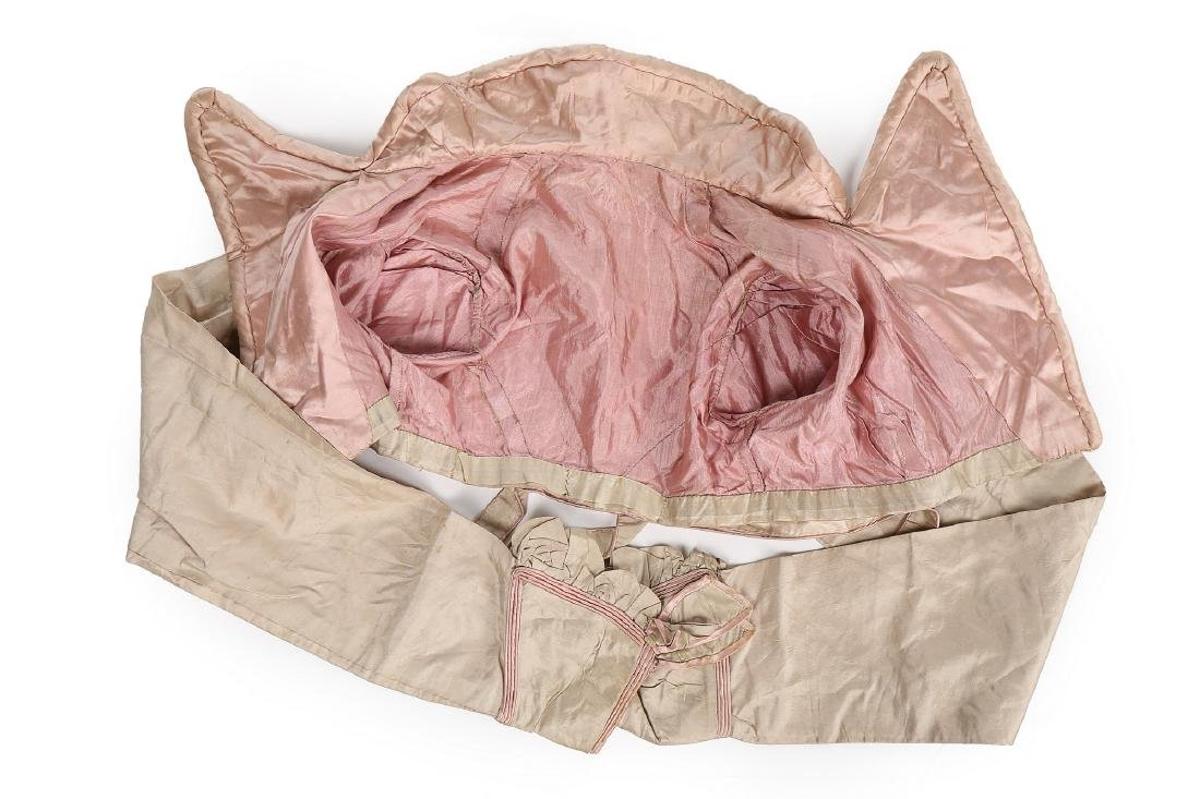 A rare beige and pink silk spencer, 1810-20, with - 7