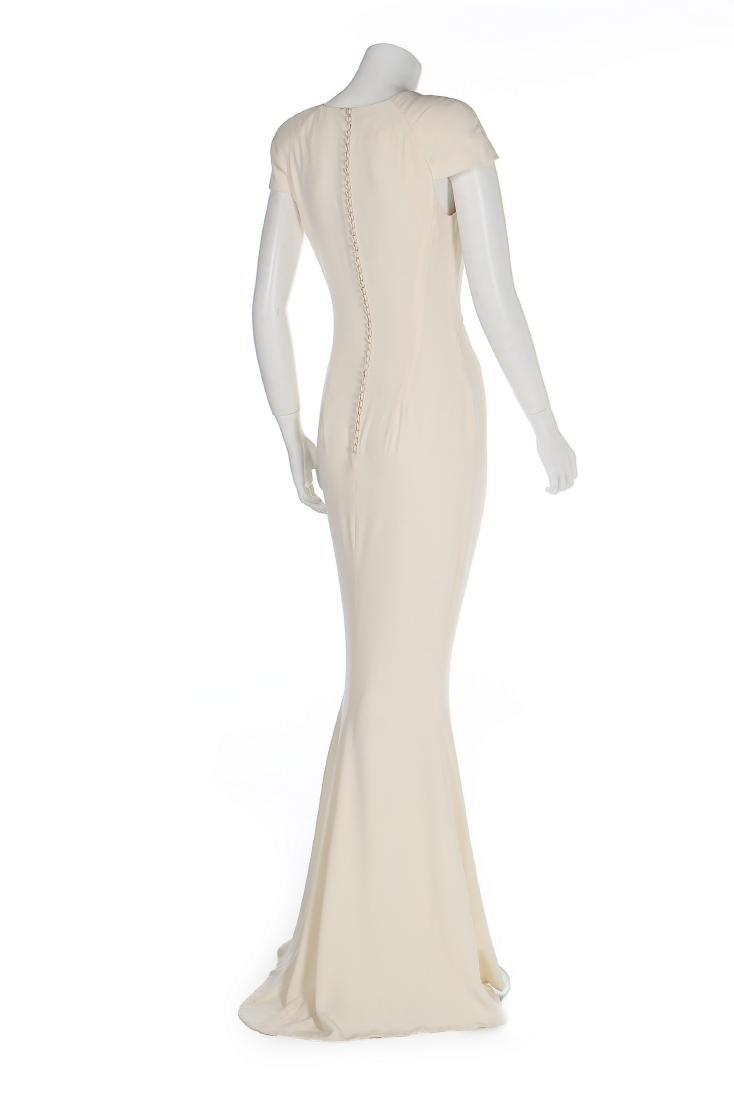An Alexander McQueen 'Pippa Middleton' ivory silk crêpe - 2