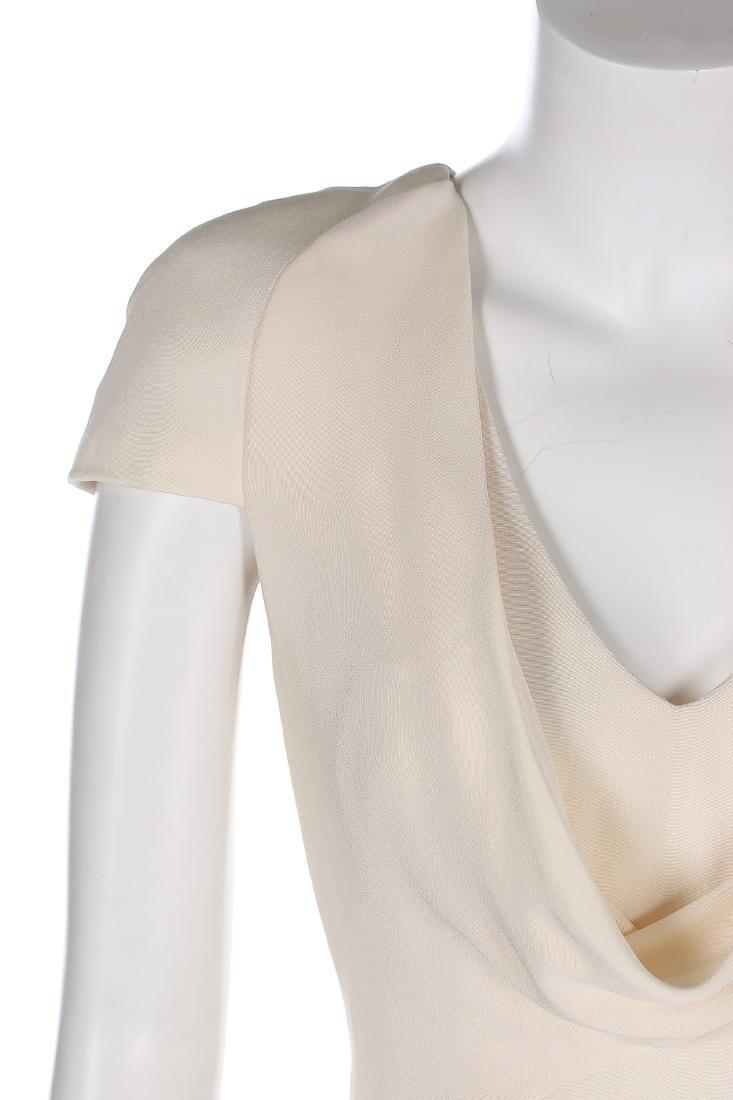 An Alexander McQueen 'Pippa Middleton' ivory silk crêpe - 3