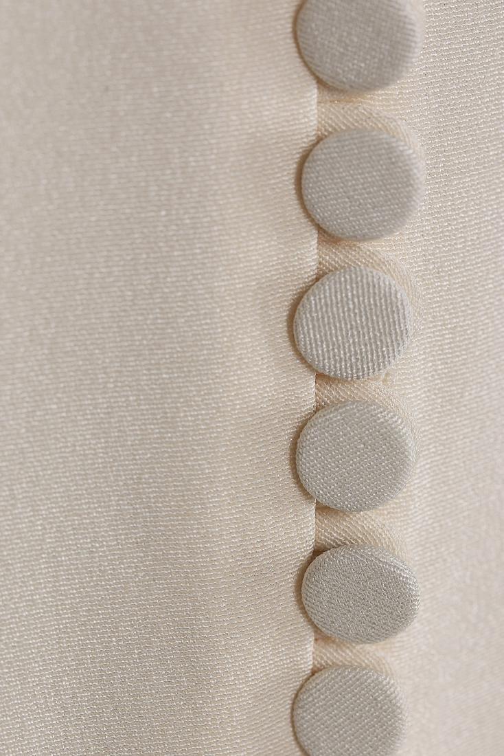 An Alexander McQueen 'Pippa Middleton' ivory silk crêpe - 5