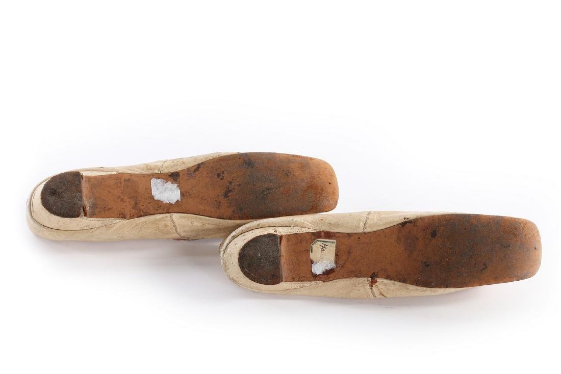 Empress Eugenie's ivory leather pumps, 1860s, with - 8