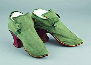 39: A pair of green silk lady's shoes, circa 1720, with
