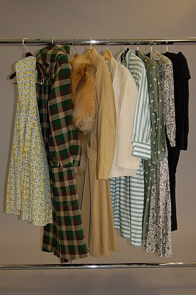 1009: A group of 1940s-50s clothing, 9 ensembles includ
