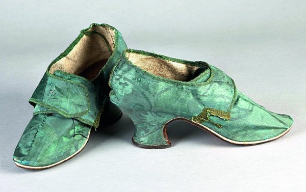 14: A pair of green damask ladies shoes, circa 1740-60,