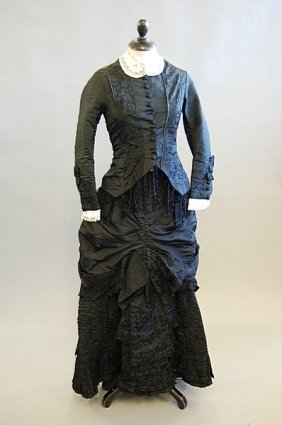 1022: A general group of clothing, 1880s-early 1930s, i