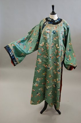1304: A lady's informal robe, Chinese late 19th century