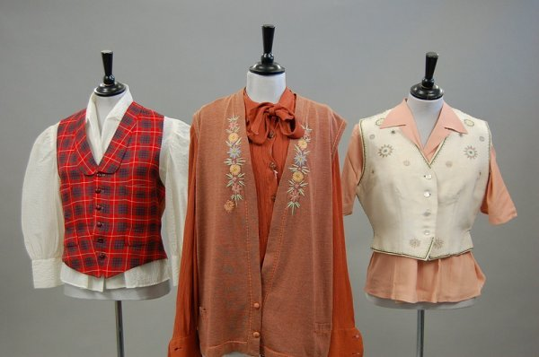2: A general group of bodices and blouses, approx 25, d