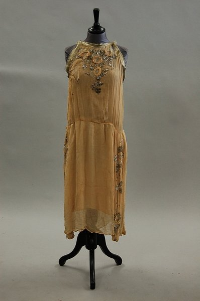 114: A Jeanne Lanvin nude chiffon cocktail dress, 1923,