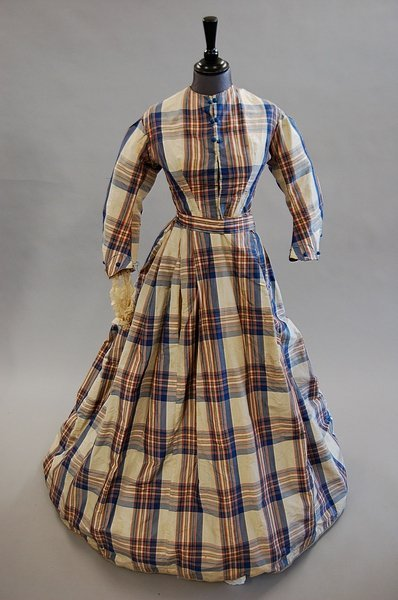 1009: A tartan taffeta gown, mid 1860s, with blue silk