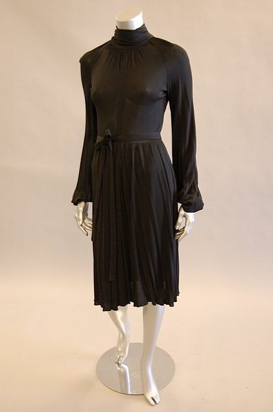1043: A Jean Muir black jersey cocktail dress, late 197 - 3