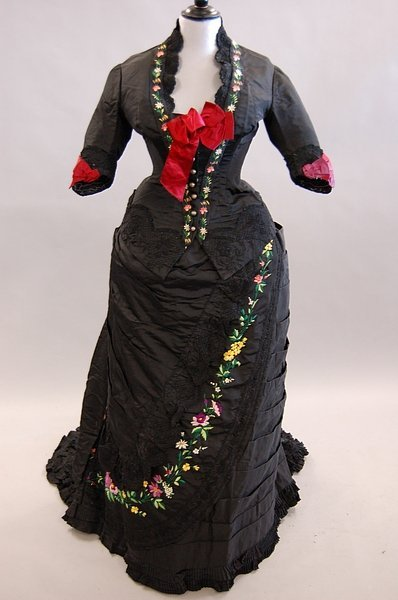 1115: A Chinese embroidered black satin gown, circa 188