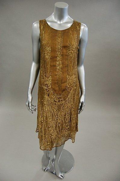 1222: A gold lace flapper dress, late 1920s, knee-lengt